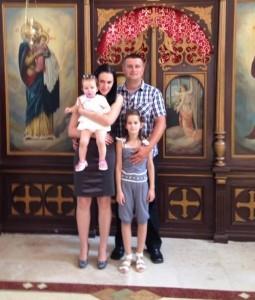 Далибор Станић са супругом Слађаном (1983. год.) и дјецом: Драганом (2005. год.) и Маријом (2012. год.)